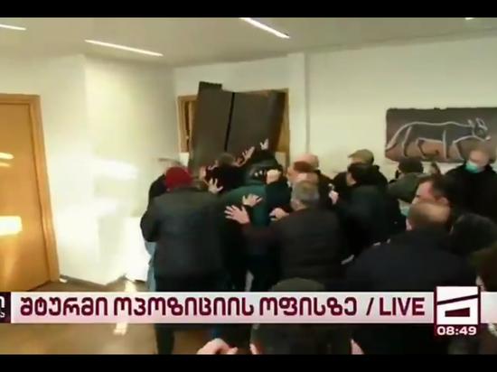 Около десяти человек задержали при аресте оппозиционера Мелии в Грузии
