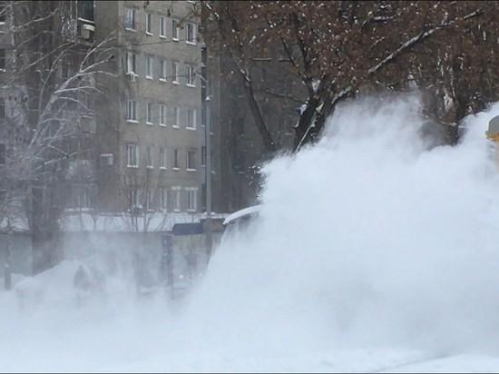 Ледяная метель закрыла школы Саратова