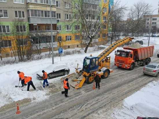 Автовладельцев Серпухова просят вовремя убирать машины с улиц