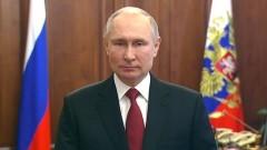 Владимир Путин стоя поздравил россиян с 23 февраля: торжественные кадры