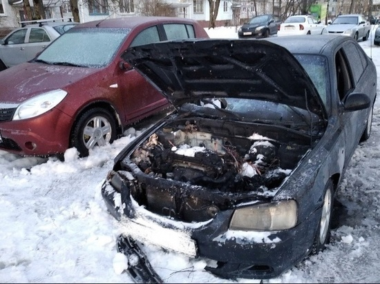 В Смоленске рано утром 23 февраля горел Hyundai Accent
