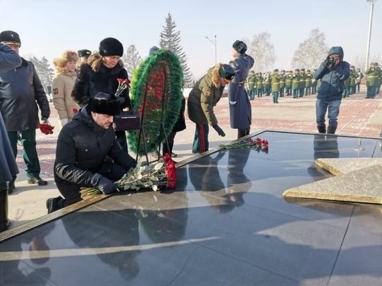 Александр Осипов возложил цветы к Вечному огню на Мемориале в Чите