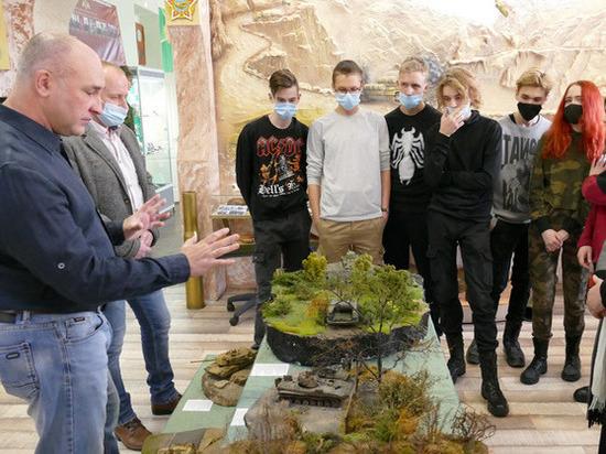 Выставку стендовых моделей военной техники открыли в Котовске