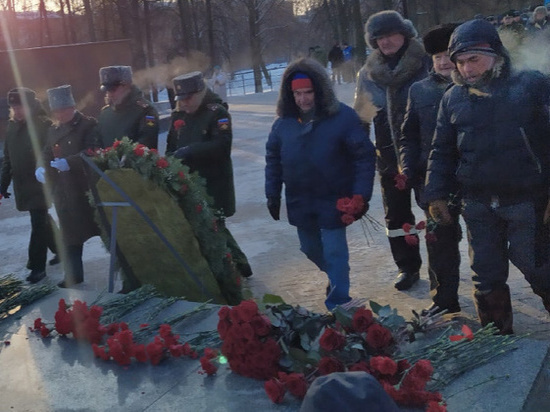 В Ижевске торжественно возложили цветы к Вечному огню в честь 23 февраля