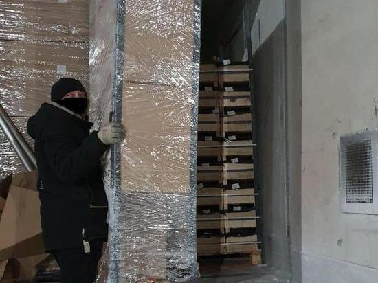 Более 100 тонн санкционных фруктов задержали смоленские таможенники на территории региона