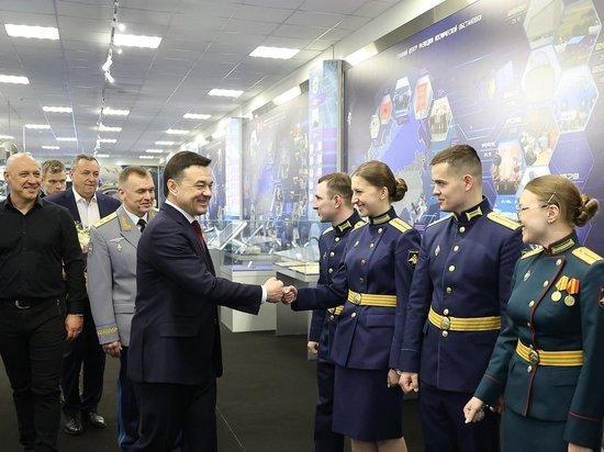 Губернатор Андрей Воробьев поздравил военнослужащих с Днем защитника Отечества