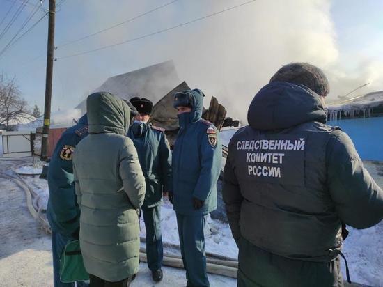 Под завалами сгоревшего дома в Новосибирске ищут третьего ребёнка: подробности
