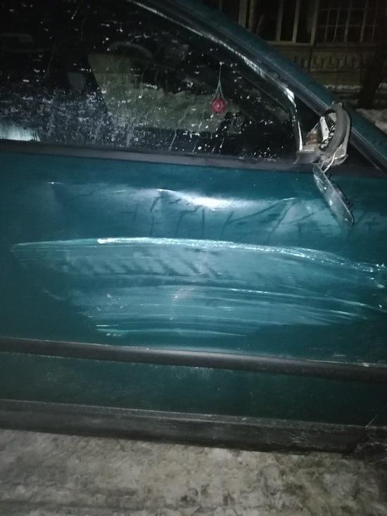 Смолянка в соцсетях предлагает виновнику ДТП, разбившему ее машину на парковке во дворе, выйти самому на связь