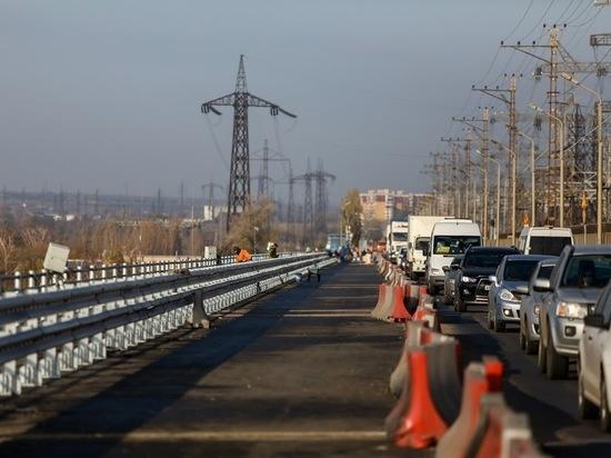 В Волгограде на мосту через ГЭС продолжается капитальный ремонт