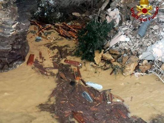 Более 200 гробов оказалось в воде под Генуей