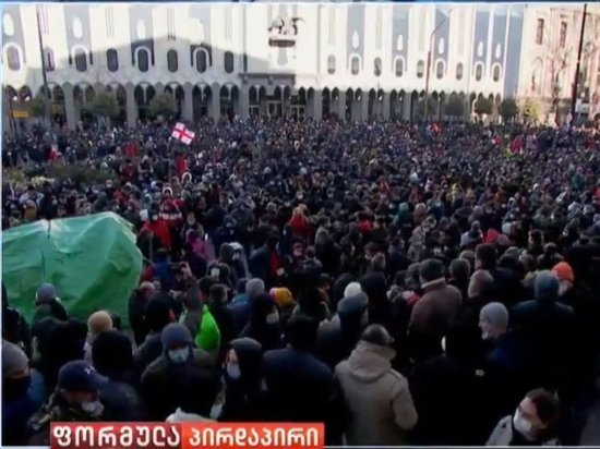 Сторонники оппозиции установили палатки у здания парламента в Тбилиси