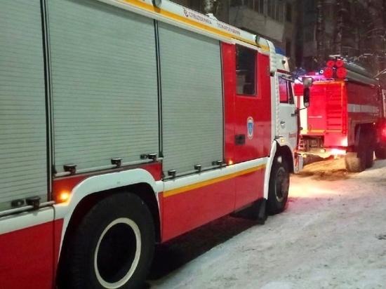 В Смоленске огненная стихия охватила частный дом