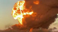 В США поезд с топливом столкнулся с грузовиком: страшные кадры