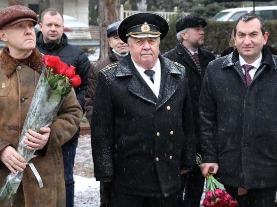 Роман Амстиславский возложил цветы в память о защитниках Отечества в Пятигорске
