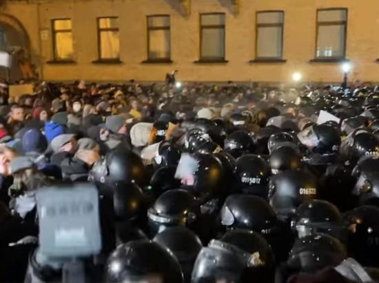 Опубликовано видео с митинга за Стерненко в центре Киева