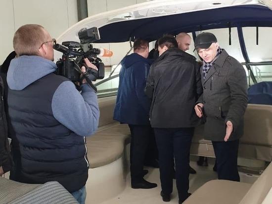 Бесполезную яхту, которую пытались выдать за спасательный катер, продали в Хабаровске