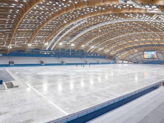 В новом ледовом дворце «Кузбасс» впервые залили каток