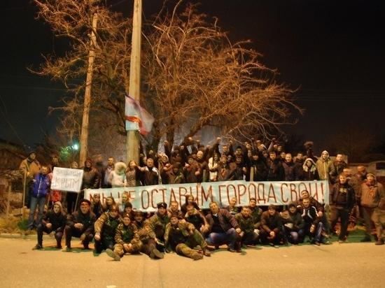 """Хроники Крымской весны: Аксенов показал, как самооборона защищала базу """"Беркута"""""""