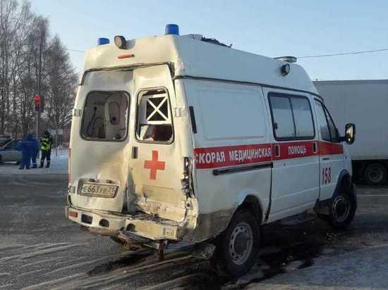 Фура врезалась в попутную «скорую» в Чувашии, пострадали двое