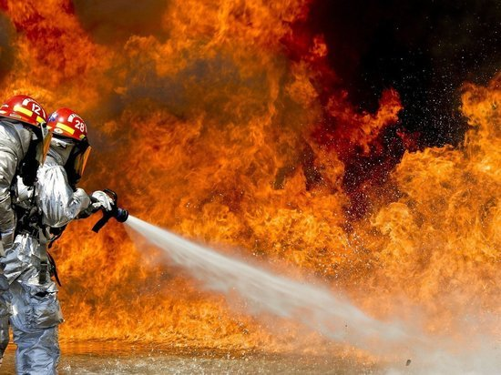 На Алтае произошел крупный пожар в торговом центре