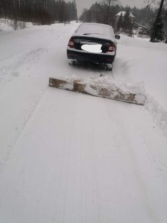 Со снегом жители Тверской области борются с помощью смекалки
