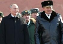 «Здоровье у президента крепкое», - сказал спикер Кремля, отвечая на вопрос, почему на возложении венков 23 февраля Владимир Путин в сильный мороз был без шапки