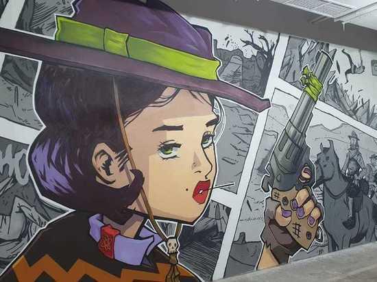 В подземном переходе Красноярска появилась галерея уличных картин