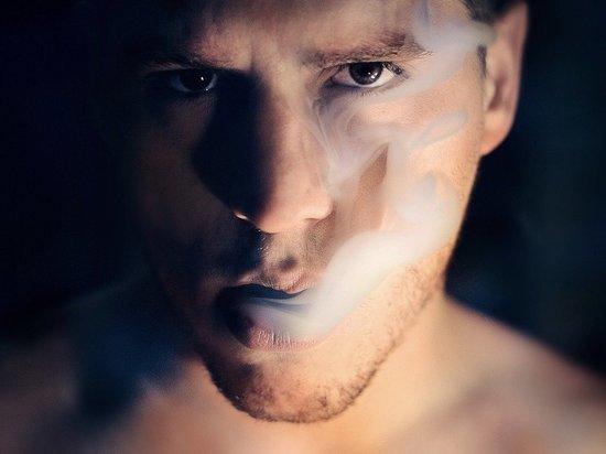 Ученые узнали, как дым сигарет помогает коронавирусу попасть в клетки
