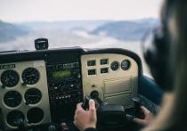 Черемушкинский суд Москвы вынес приговор мошенникам, которые искреннее пытались помочь российским летчикам стать полиглотами
