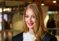 Российская актриса театра и кино Светлана Ходченкова опубликовала в Stories своего Instagram кадры, на которых можно рассмотреть ее идеальную фигуру