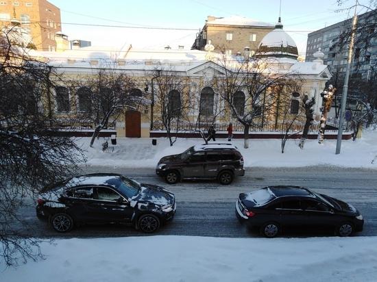 «Улитки, сидите дома»: в Красноярске начались огромные пробки из-за снегопада
