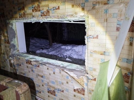 Алтайский селянин вырвал пластиковые окна у соседки и продал их