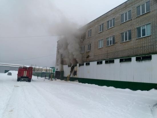 В Тверской области горел склад с обувью