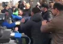 В Ереване начались стычки между сторонниками и противниками Пашиняна
