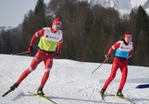 В немецком Оберстдорфе стартовал чемпионат мира по лыжным гонкам. В первый день турнира состоялся классический спринт у женщин и мужчин. Россиянки отдали борьбу еще в четвертьфинале, а Большунов и Устюгов дошли до финала, где не смогли ничего противопоставить норвежцам. «МК-Спорт» подвел итоги спринта.