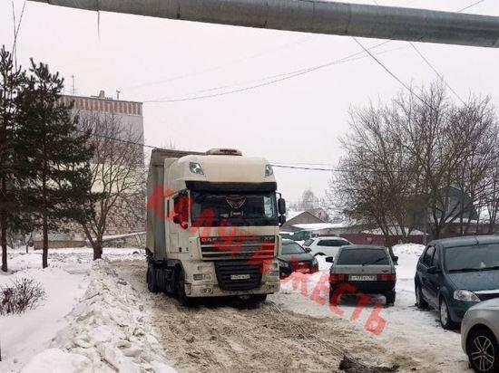 Власти пояснили, почему в Калуге зачастую буксуют грузовики