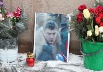 """Днем в четверг, 25 февраля, стихийный мемориал политику Борису Немцову на Большом Москворецком мосту вновь оказался """"зачищен"""""""