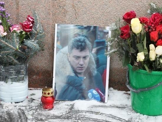 В Нижнем Новгороде возложат цветы к временному мемориалу Немцова