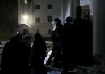 В ночь с 25 на 26 февраля в Среднеуральский монастырь вновь нагрянули представители ОМОНа и Росгвардии.