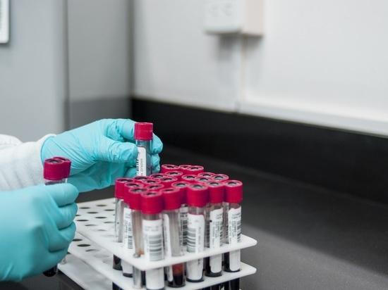 Ньюйоркцы, получившие прививки от COVID-19 в центре вакцинации на Лонг-Айленде, теперь вынуждены уколоться заново – все потому, что им были введены испорченные дозы вакцины