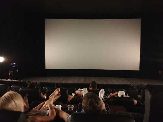 Открываются кинотеатры, парки развлечений и летние лагеря