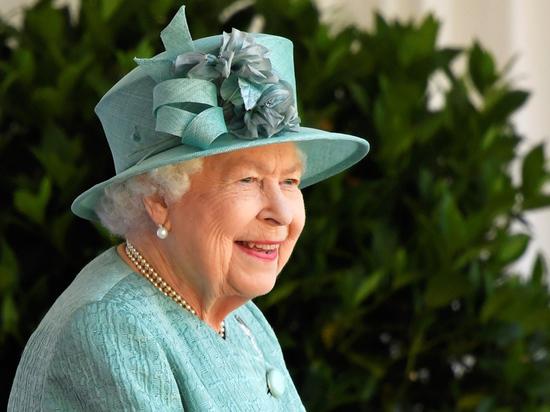 Елизавета II: «Надо думать не только о себе»