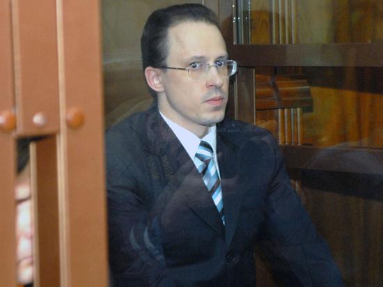Известный банкир из 90-х Алексей Френкель, осужденный на 19 лет за организацию убийства первого зампреда Центробанка, пожаловался в Верховный суд на ФСИН