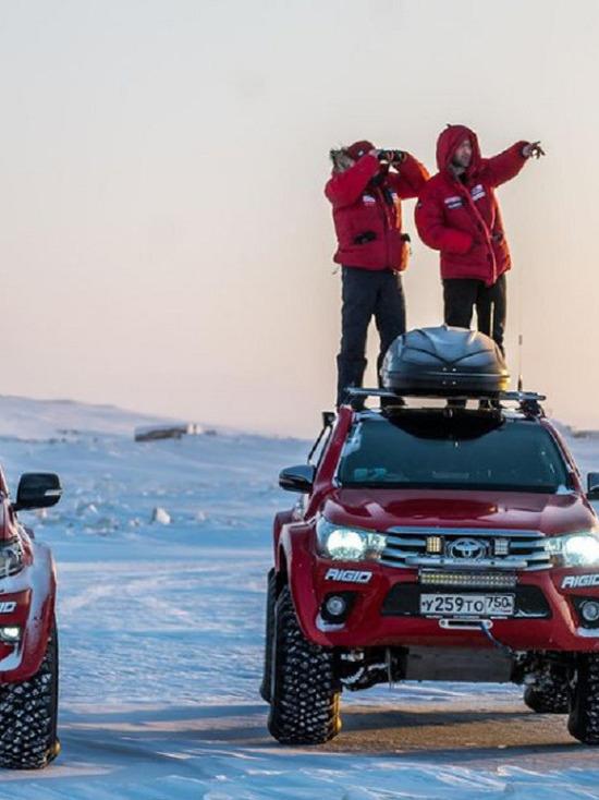 Впервые в истории машины выехали на землю острова Большой Ляховский: путешественник из Ямала рассказал про сложный путь к своей цели