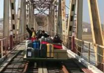 Из КНДР на родину на дрезине вернулись сотрудники российского посольства в Пхеньяне и члены их семей