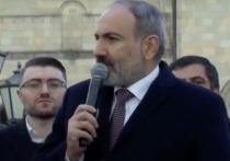 В Армении протестующие «казнили» Пашиняна и его супругу