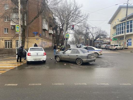 В Ростове два человека пострадали в аварии