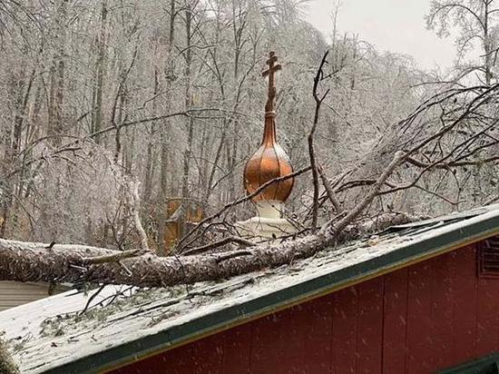 Русский монастырь в США на две недели остался без электричества