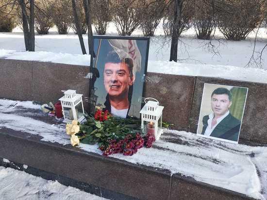 В Екатеринбурге открылась вахта памяти Бориса Немцова