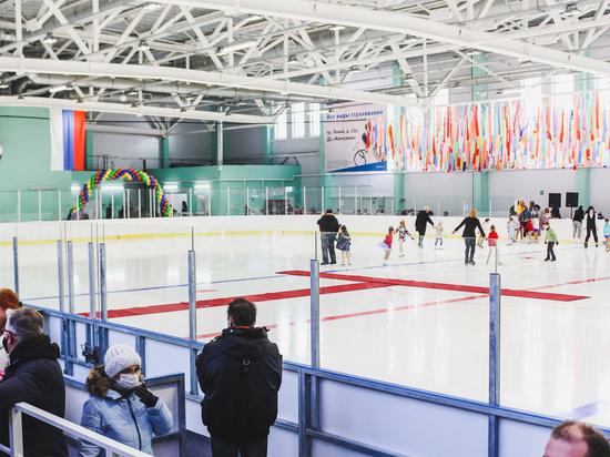 Новую ледовую арену «Метеор» в городе Мурманске открыли спортивным праздником